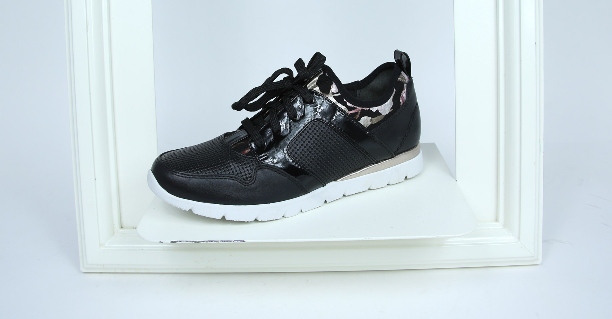 Athleisure: Jana 23612 Trainers in black combi